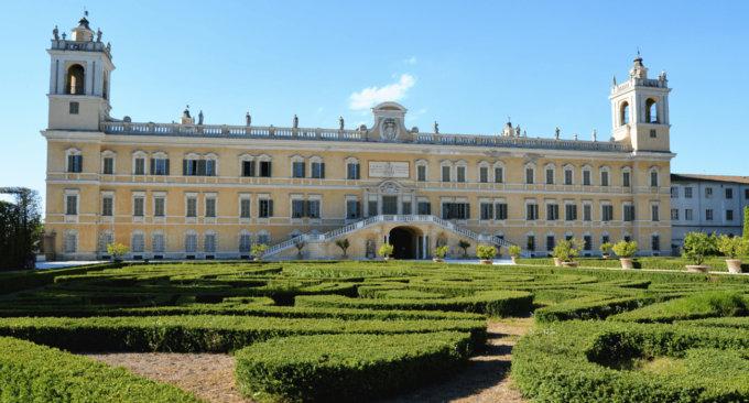 Le Reggia e il giardino esterno