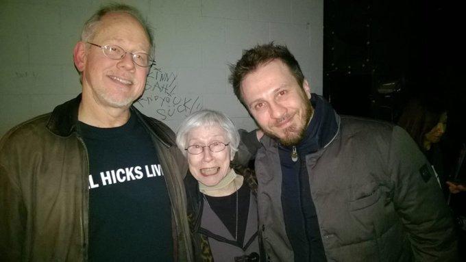 Giorgio Montanini con il fratello e la mamma di Bill Hicks