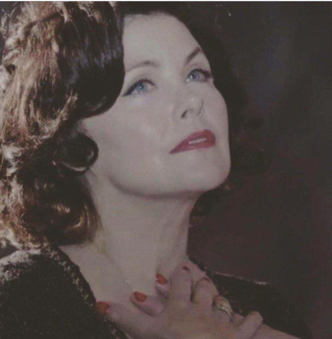 Sherlyn Fenn torna a interpretare una versione dark di Audrey Horne
