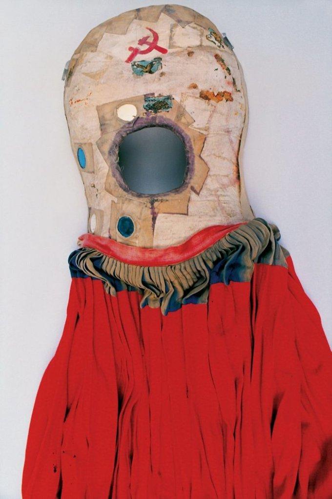 Il corsetto correttivo. Dopo aver subito l'incidente in autobus, Frida ha dovuto indossare un corpetto correttivo per tre mesi e il dolore le è rimasto per tutta la vita, ma è riuscita a trasformare la sua sfortuna in arte.<br />Foto di Ishiuchi Miyako