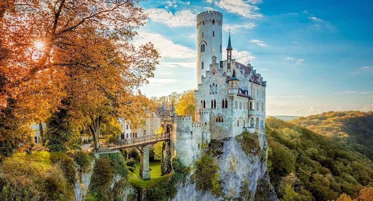 Il Castello di Lichtenstein sembra uscito da un classico Disney di principesse e principi azzurri