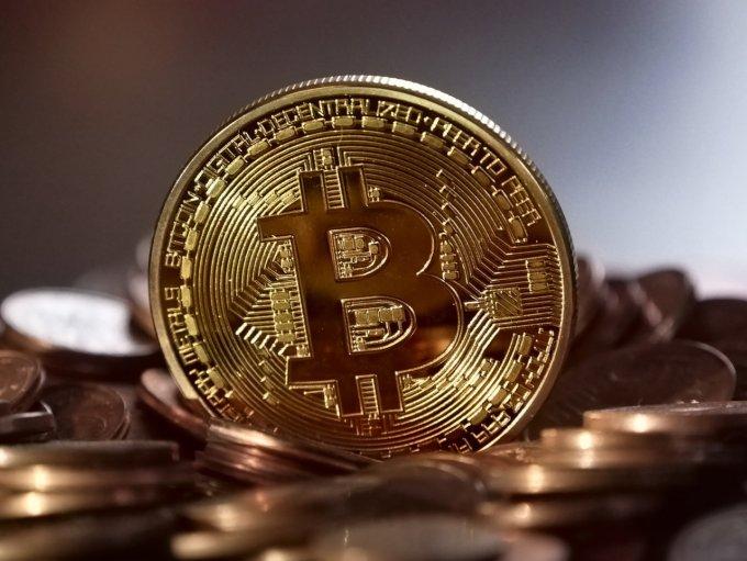 I bitcoin è una valuta digitale, non sono delle monetine, queste sono finte