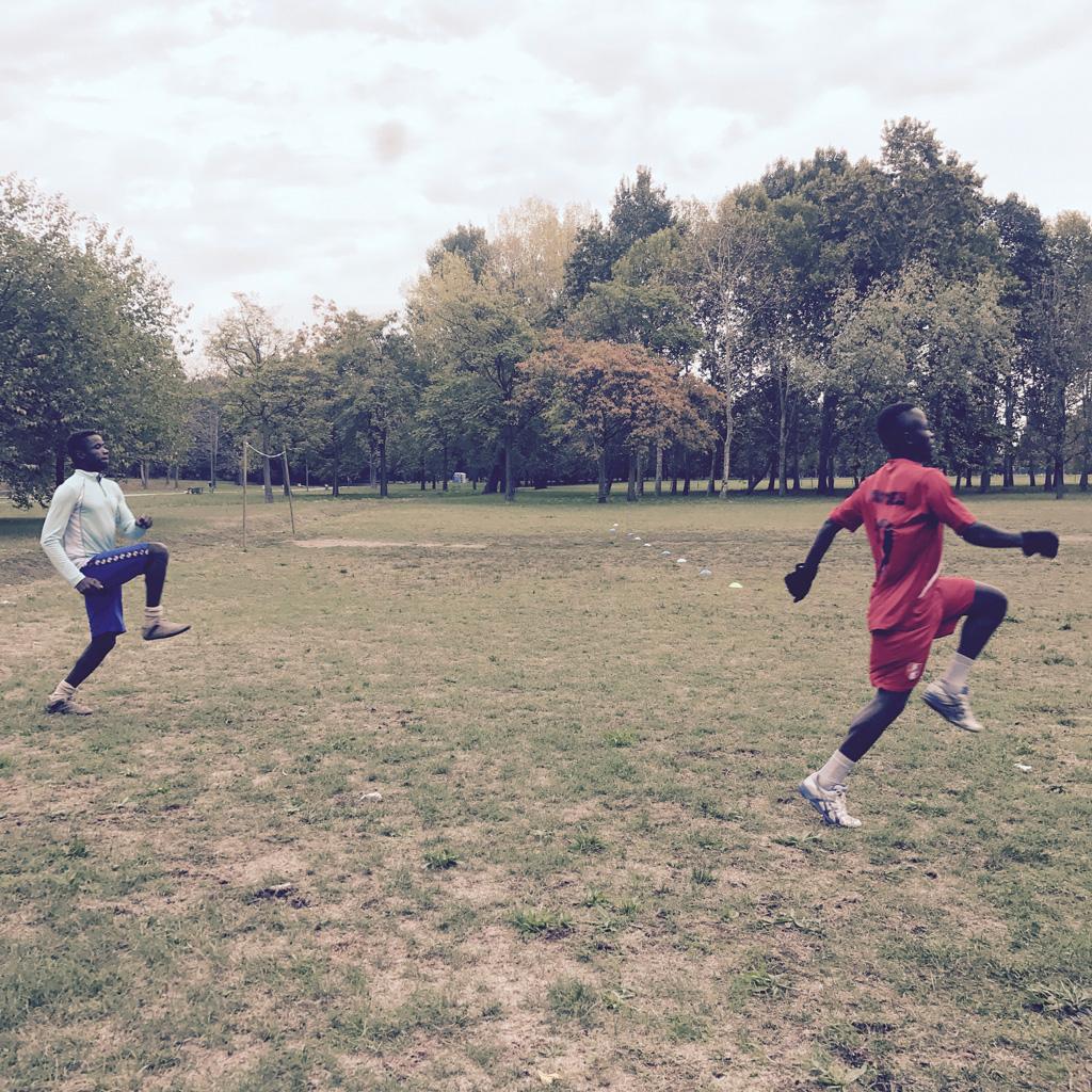 Due giocatori della squadra si allenano al parco Forlanini di Milano