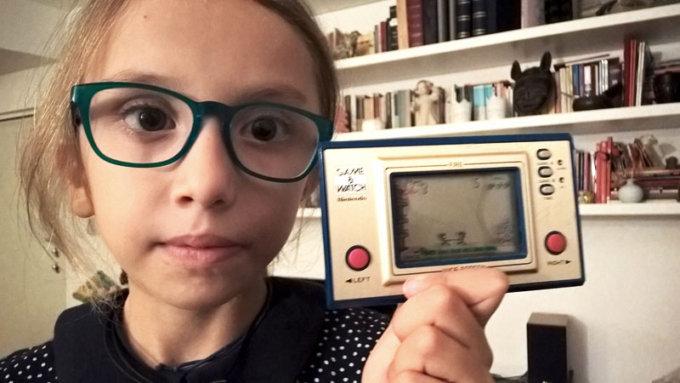No. Il Nintendo Game & Watch dei miei genitori non è <em>touch</em>.