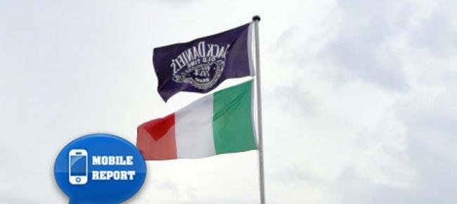 Le due bandiere esposte