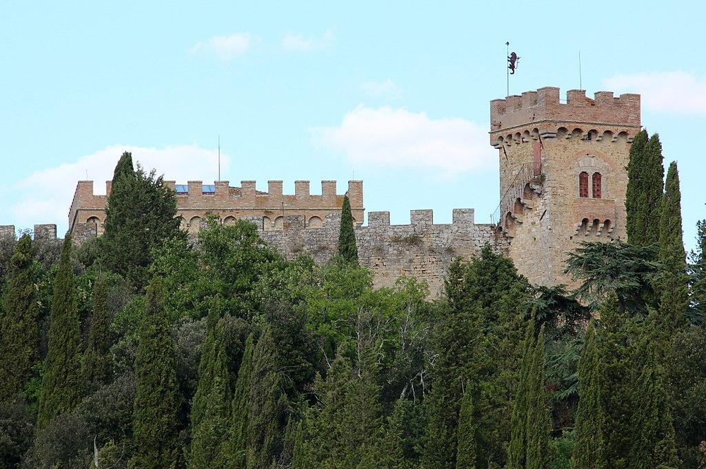 Il castello di Strozzavolpe in Toscana