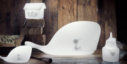 Dopo Mobi, tre nuove lampade di Ale Giorgini dedicate allo Stregatto, ai Tre Porcellini e all'Uomo di Latta: nuove fiabe che si illuminano