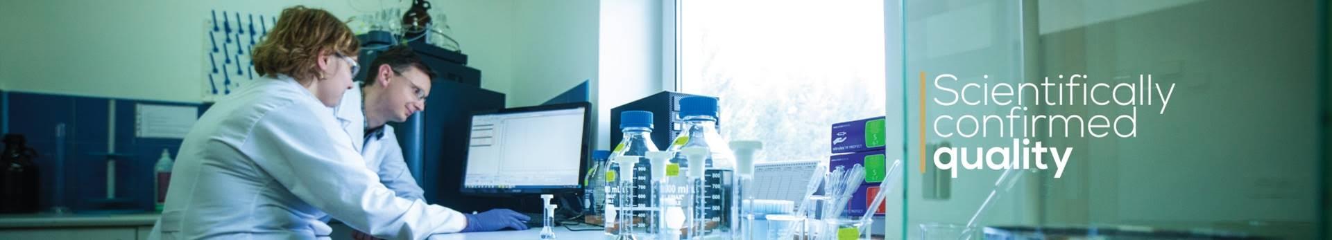 Laboratorio di analisi del CBD per i test di qualità prima del confezionamento